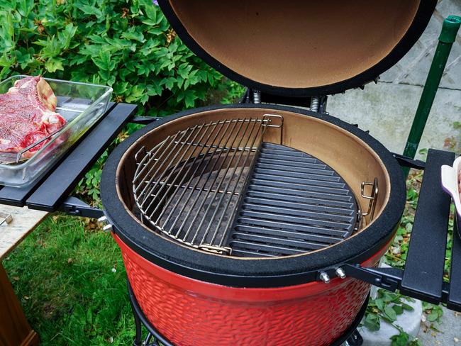 Barbecue et plancha : quel matériel pour cuisiner en plein air ?