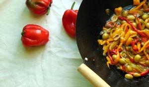 Poêlée de poivrons, olives et câpres