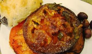 Aubergines farcies aux tomates, olives, anchois et câpres, à la Napolitaine