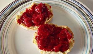 Confiture de fraises, framboises et sucre d'érable