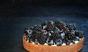 Black tarte mûres et raisins