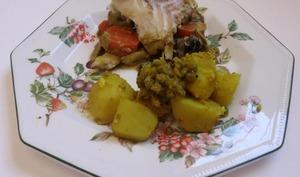 Curry de cabillaud accompagné de légumes et de pommes de terre à l'Indienne