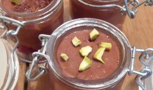 Mousse au chocolat sans oeufs, framboise et pistache