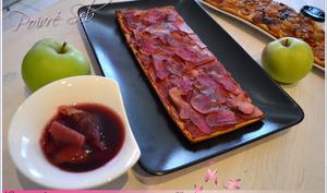 Carpaccio de pommes au cassis, vin rouge sur pâte sablée