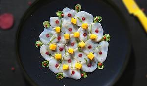 Carpaccio de noix de saint jacques au citron vert et à la mangue