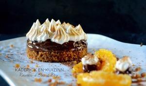 Cheesecake sans cuisson au pain d'épice, ganache montée au chocolat et orange meringuée