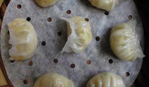 Raviolis aux poireaux et sauce satay