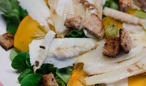 Salade au fenouil, au kaki et au pecorino