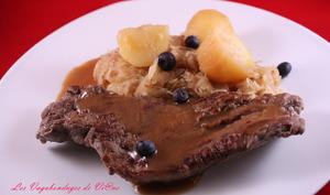 Steaks de cerf à la choucroute, sauce aux pommes