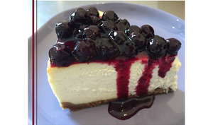 Cheesecake vanille, compotée de myrtilles au poivre de Sichuan rouge et hibiscus