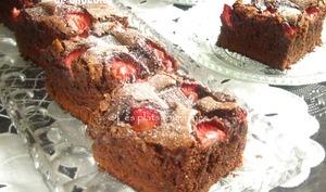 Brownie aux fraises et morceaux de chocolat