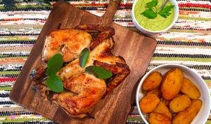 Poulet crapaudine au sumac et à la sauge, sauce bagnet verde aux fanes