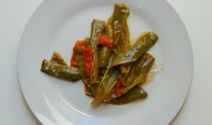 Poivrons doux italiens et tomates sautés à la poele
