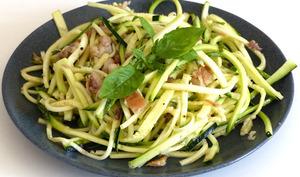 Salade de courgettes au basilic et au maquereau séché