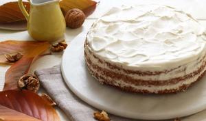 Layer carrot cake avec une crème au sirop d'érable