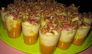 Verrines d'automne à la crème de panais,carotte, lardons et noix