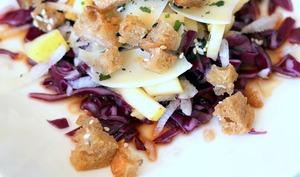 Salade de chou rouge et radis noir à l'asiatique