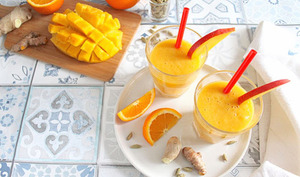 Smoothie énergisant : mangue, orange, cardamome, gingembre, curcuma et baobab