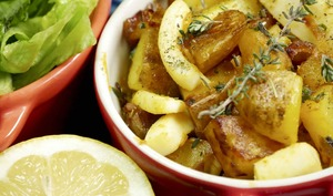 Sauté alcalin de seiches et pommes de terre à l'ail et coriandre