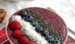 Smoothie bowl aux fruits rouges