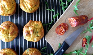 Muffins chorizo, fromage de chèvre, roquette et mini poivrons