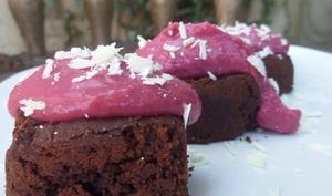 Brownies et glacage chocolat blanc-fruits rouges