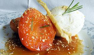 Abricots caramel à l'huile d'olive et glace au lait d'amande