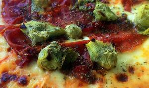 Pizza au Speck et aux artichauts