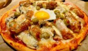 Pizza aux merguez et à l'oeuf