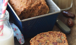 Cake aux dattes, noix et cannelle