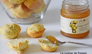 Scone aux graines de pavot parfumé au citron et garni de confiture de gingembre