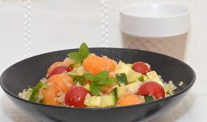 Salade de quinoa au melon, courgette et menthe