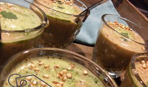 Potage châtaigne, poire, coriandre, quinoa soufflé.