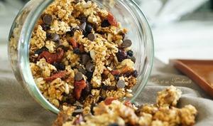 Granola maison aux fruits secs et pépites de chocolat
