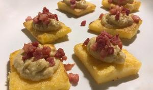 Carrés de polenta, crème d'artichauts et pancetta