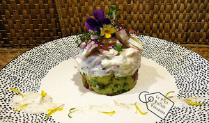 Aiglefin, salade de pommes de terre, concombre, carottes, sauce à la réglisse