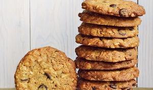 Cookies chocolat noir, gingembre confit, amandes
