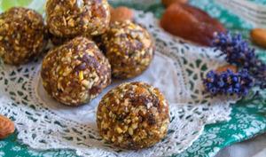 Bouchées crues à l'abricot, amande, citron, gingembre et basilic