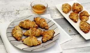 Croissants apéritifs au chèvre et miel