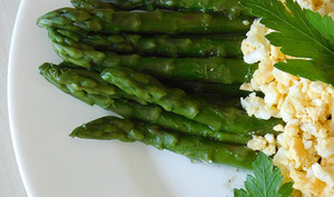Asperges et oeuf mimosa