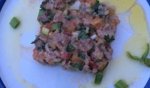 Tartare de thon rouge, tomate et oignon cébette