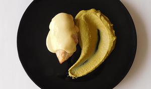 Filet de poulet, crème de maïs et purée de petits pois