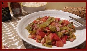 Poêlée de haricots verts plats, poivron, tomates et lardons