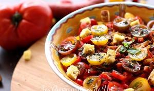 Salade de tomates, bacon et chorizo