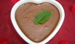 Mousse au chocolat noir à la menthe et aux épices aphrodisiaques