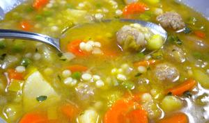 Soupe paysanne aux petites boulettes et au couscous perlé