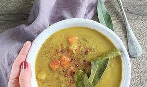 Soupe aux pois cassés et légumes d'hiver