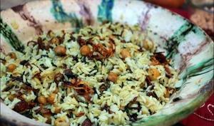 Riz aux pois chiches, épices et raisins secs de Yotam Ottolenghi
