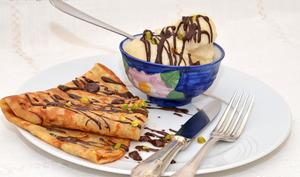 Crêpes nature au chocolat et sorbet poires