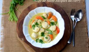 Nage de Saint-Jacques au curry doux